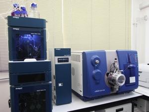 高速液体クロマトグラフ/質量分析装置(LC/MS/MS)